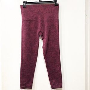 Spanx Look At Me Now Cropped Leggings Garnet Rose